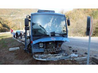 Cezaevi Aracı İle Otomobil Çarpıştı: 2 Yaralı