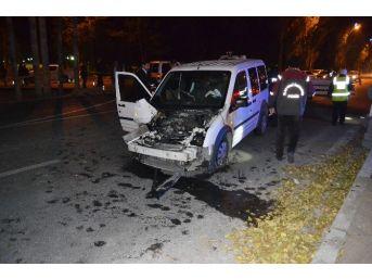 Sivil Polis Aracı İle Kamyon Çarpıştı: 3 Polis Yaralı