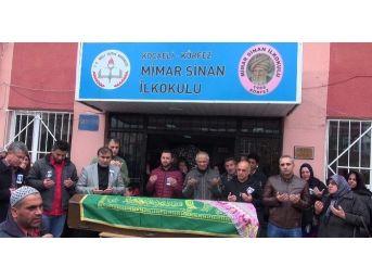 Trafik Kazasında Ölen Öğretmene Okulunda Acı Veda