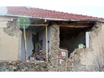 Chp İl Başkanı Kiraz, Deprem Bölgesinde İncelemelerde Bulundu
