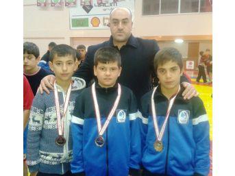 Yunusemre Belediyespor'un Güreşte Başarısı Sürüyor