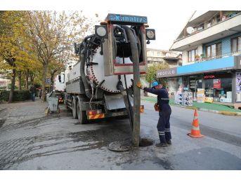 Saski Ekipleri Sapanca'da Kanalizasyon Temizliyor