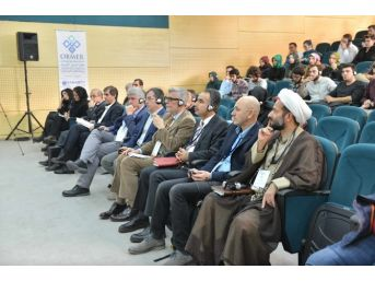 """Saü'de """"islam Ve Demokrasi"""" Konulu Sempozyum Düzenlendi"""