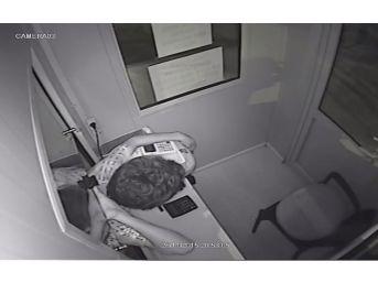 Hırsızlar Go-kart Bileti Çalarken Kameraya Yakalandı