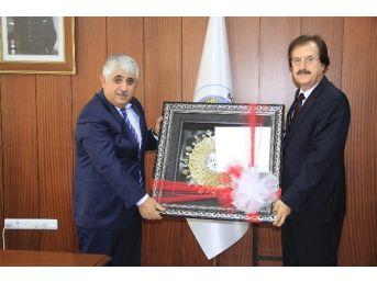 Cumhuriyet Üniversitesi Rektörü Prof.dr. Faruk Kocacık, Sorgun Belediye Başkanı Ahmet Şimşek'i Makamında Ziyaret Etti