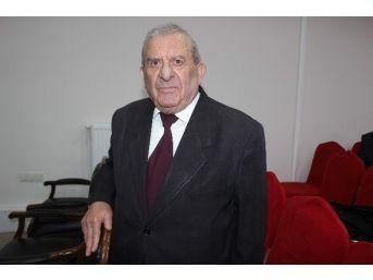 84 Yaşındaki Stajyer Avukat Azmin Sembolü Oldu