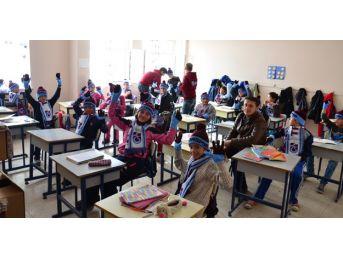 Trabzon Sporlular Kulübünden Öğrencilere Hediye