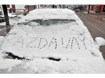 Azdavay'da Yılın İlk Karı Yağdı