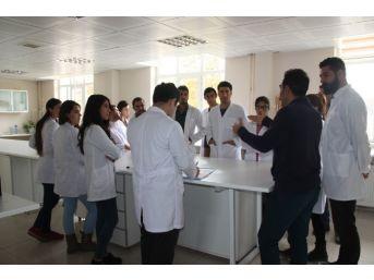 Üniversite Öğrencilerine Toprak Laboratuvarında Uygulamalı Eğitim