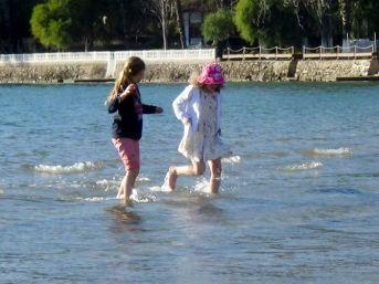 Sıcak Havayı Gören Sahile Koştu