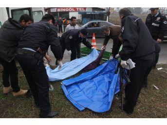 Cenazeye Giden Anne Ve Oğlu Kazada Öldü