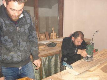 Sandıklı Kültür Evinde Ahşap Oymacılığı Yapılıyor