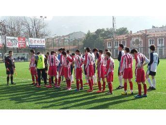 Liseli Futbolcuların Tartakladığı Hakem Maçı Tatil Etti