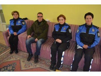 Polislerden Görme Engellilere Ziyaret