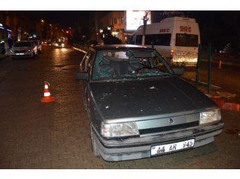 Besni'de Otomobil Yayaya Çarptı: 2 Yaralı