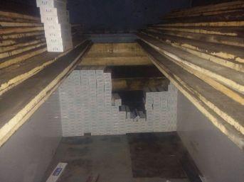 İnşaat Malzemeleri Arasına Zulalanmış 70 Bin Paket Kaçak Sigara Ele Geçirildi