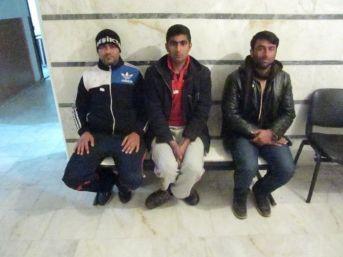 Kuşadası'nda 3 Kaçak Göçmen Ve 2 İnsan Taciri Yakalandı