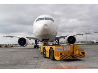 Kuş Çarpan Uçak, İstanbul'a Geri Döndü