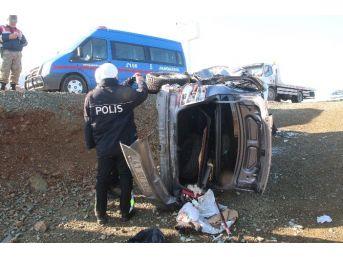 Çarpışan Araçlar Şarampole Uçtu: 6 Yaralı
