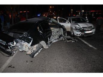 Elazığ'da 3 Otomobil Birbirine Girdi: 5 Yaralı
