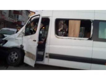 Ak Partililerin Bulunduğu Minibüs Çankırı'da Kaza Yaptı