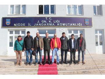 Gazetecilerden Alay Komutanına Ziyaret