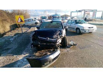 Buzlanma Kazaya Yol Açtı: 2 Yaralı