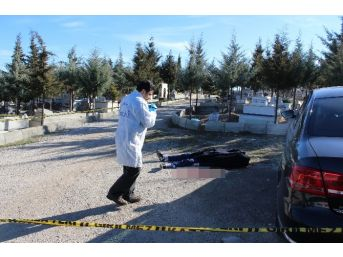 Engelli Genç, Dedesinin Mezarı Başında İntihar Etti