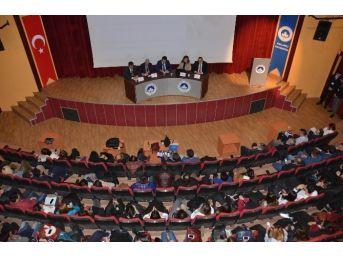 """""""iş Dünyası Meslek Yüksekokulu Mezunlarından Neler Bekliyor"""" Paneli"""