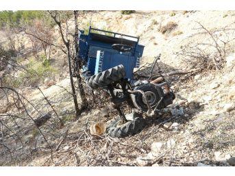 Mut'ta Tarım Aracı Devrildi: 2 Yaralı
