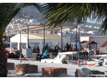 (özel Haber) Yakalanan Mülteciler Gelen Mültecileri Seyretti
