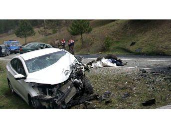 Kastamonu'da Otomobiller Çarpıştı: 1 Ölü, 2 Yaralı