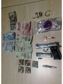 Silah Ve Uyuşturucu Yol Kontrolüne Takıldı