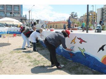 Kuşadası Halk Plajı'na Rengarenk Kuşlar