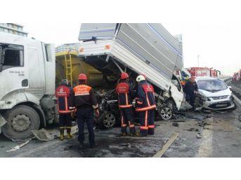 İstanbul Tem Otoyolu'nda Zincirleme Kaza: 1 Ölü