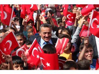 Seydişehir'de Çocuklar 23 Nisan Şenliklerinde Eğlendi