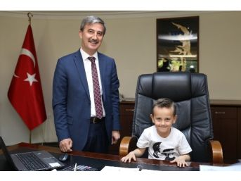 Başkan Şirin, Makamını Zeynepsu Ve Emir'e Teslim Etti