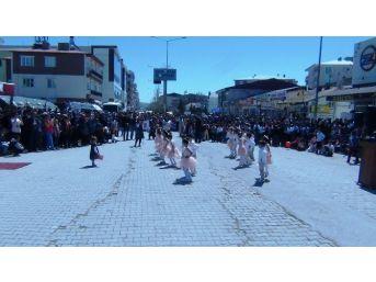 Erciş'te 23 Nisan Coşkusu