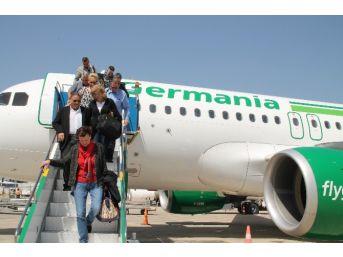 Alman Ve Danimarkalı Yolcuları Taşıyan Uçaklar Gazipaşa-alanya Havalimanı'na İndi