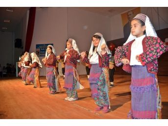 Demre'de Halk Oyunları Şenliği Düzenlendi