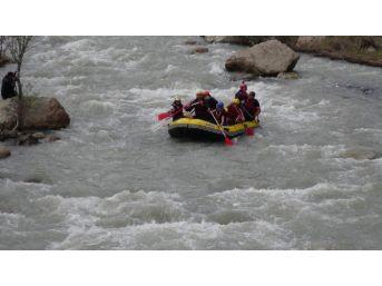 Erzincan'da Rafting Heyecanı