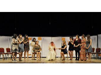 Beylikdüzü Belediyesi'nin Tiyatro Kursiyerleri Sahne Aldı