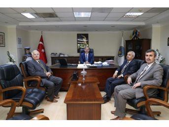 Turgutlu Belediyesi'nden Okullara Bilgsayar Hediyesi