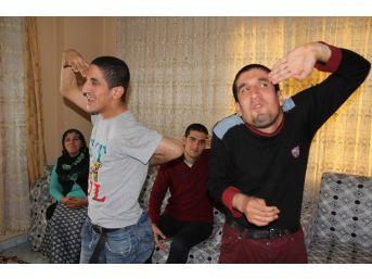 (özel Haber) 3 Engelli Çocuğa Sahip Ailenin Maaş Tepkisi