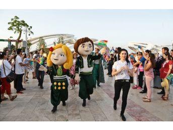 Expo 2016'da Çocuklar İçin Renkli Kortej
