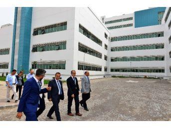 Vali Türker Yeni Kepez Devlet Hastanesi'nde İncelemelerde Bulundu