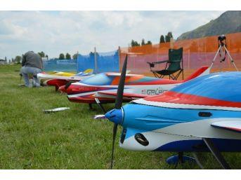 İnönü'de Model Uçaklar Havalandı