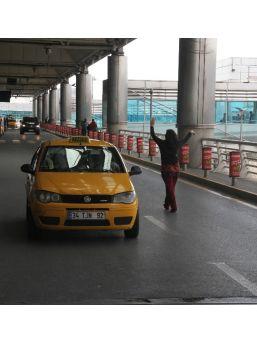 (özel Haber) Havalimanında İntihar Etmek İsteyen Özbekistan Uyruklu Kadını Polis Son Anda Durdurdu