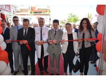 En Eczanelerin İlk Halkası İzmir'de Açıldı