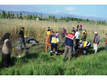 Seydişehir'de Otomobil Sulama Kanalına Uçtu: Üç Yaralı